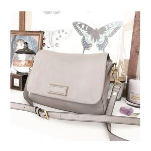 $350 MARC JACOBS GREY LEATHER CROSSBODY BAG
